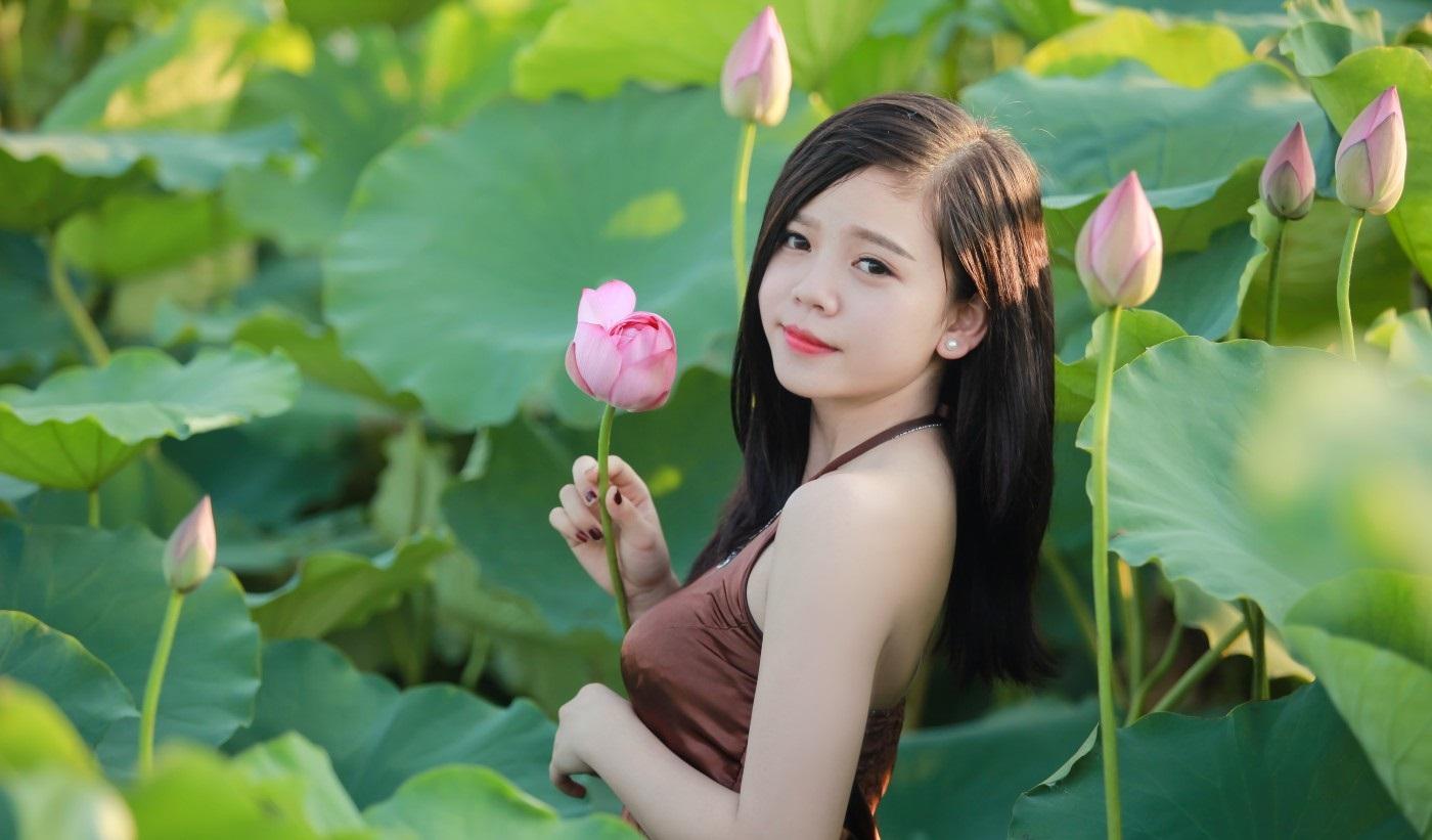 Hoa sen giúp làn da dịu mát và mịn màng